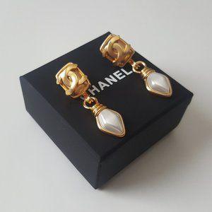 Chanel CC Gold Drop Diamond Shaped Pearls Earrings